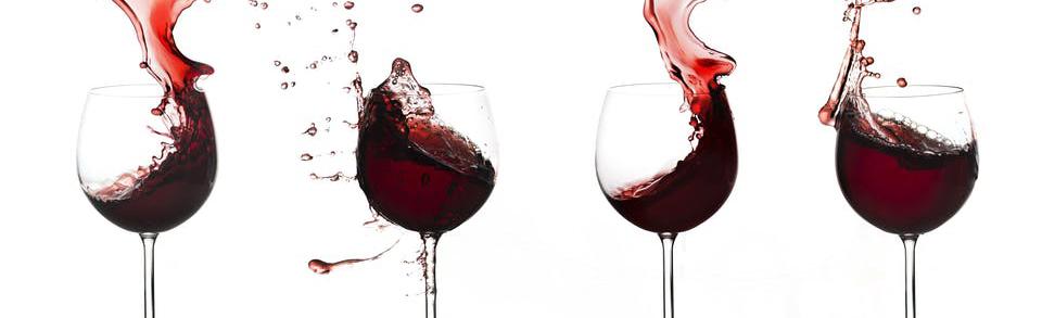 Fire glass med rødvin. Foto.